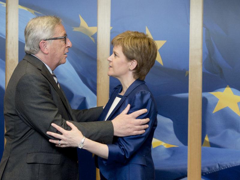 Jean-Claude Juncker, przewodniczący Komisji Europejskiej oraz Nicola Sturgeon, premier Szkocji// Źródło: Komisja Europejska
