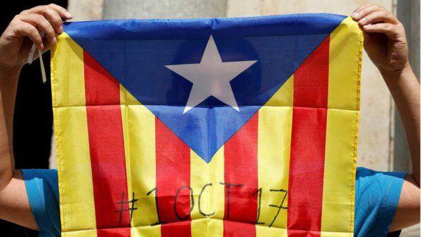 Flaga Katalonii z wpisaną datą referendum ws. niepodległości, źródło Wikipedia