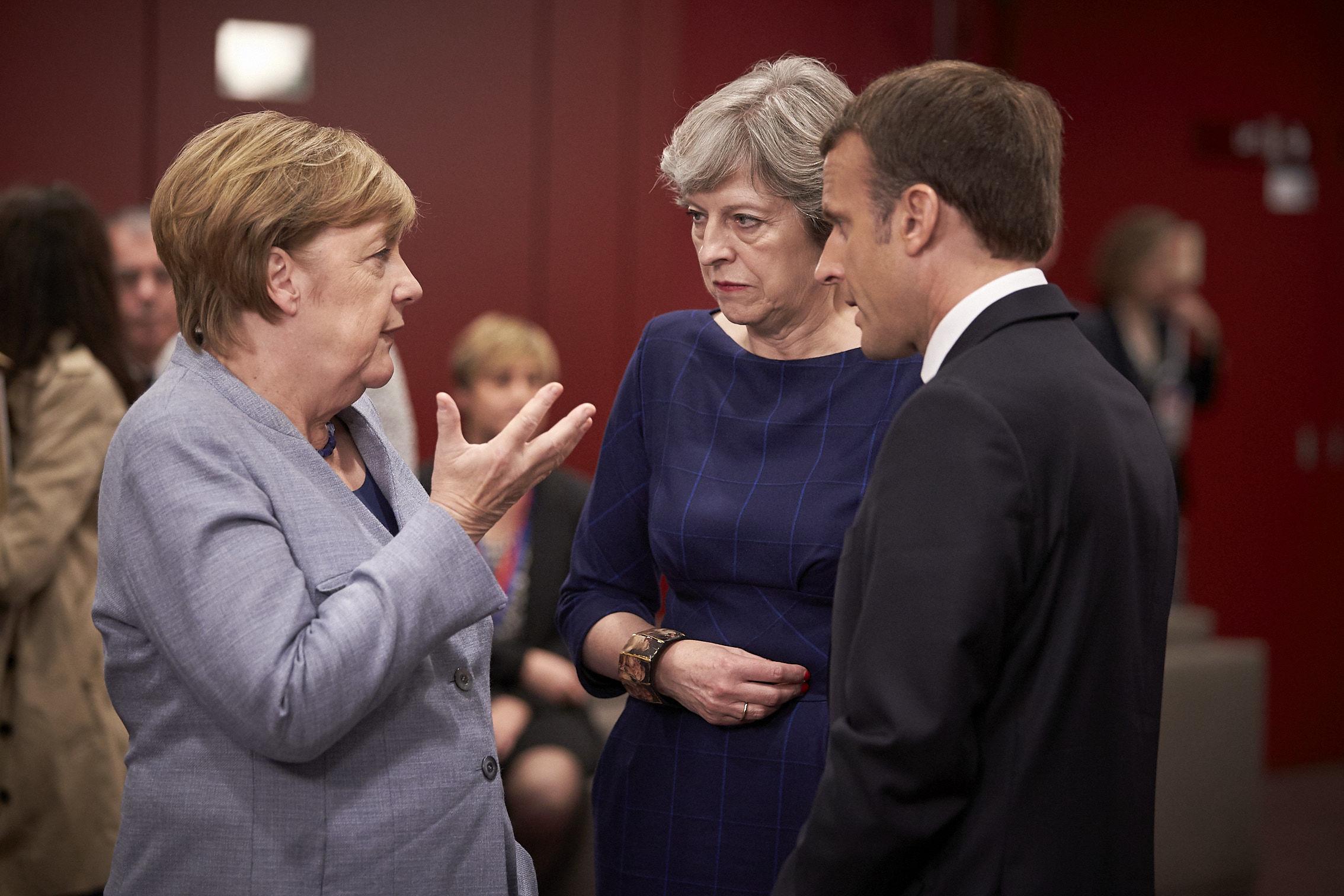 Kanclerz Niemiec Angela Merkel, premier Wielkiej Brytanii Theresa May oraz prezydent Francji Emmanuel Macron na szczycie UE w Brukseli 20 października 2017 r., źródło European Council Audiovisual Services