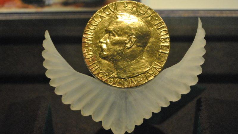 Złoty noblowski medal przyznawany w dziedzinie pokoju na świecie, źródło Wikipedia