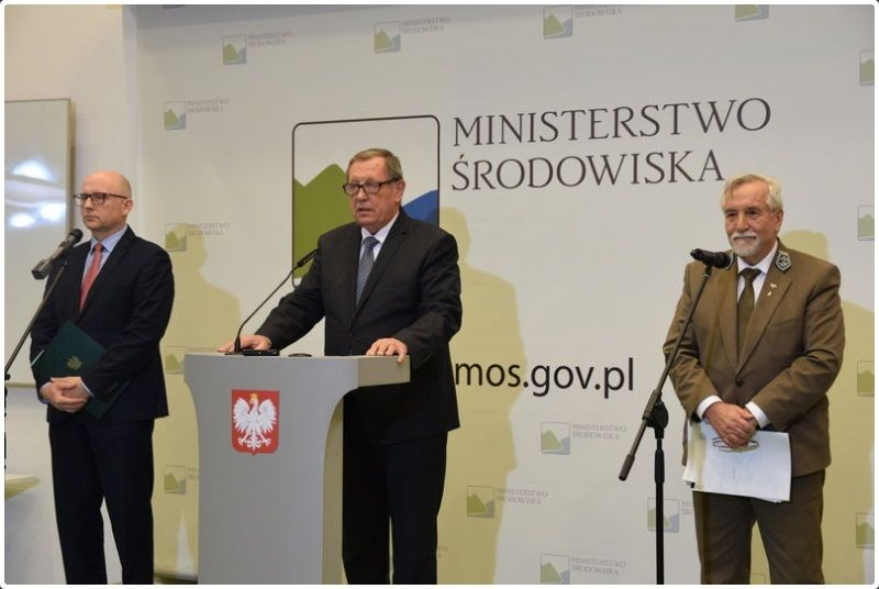 Minister Jan Szyszko i dyr. Lasów Państwowych Konrad Tomaszewski, konf.pras., źródło min. środowiska